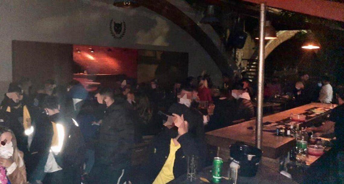 Había más de 50 personas aglomeradas en la fiesta clandestina en Palermo.