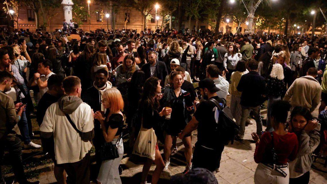 Coronavirus: Miles de personas se volcaron a las calles de España sin respetar las medidas sanitarias.
