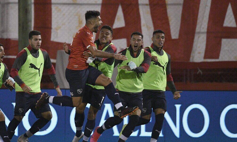 Independiente festejó ante Huracán.