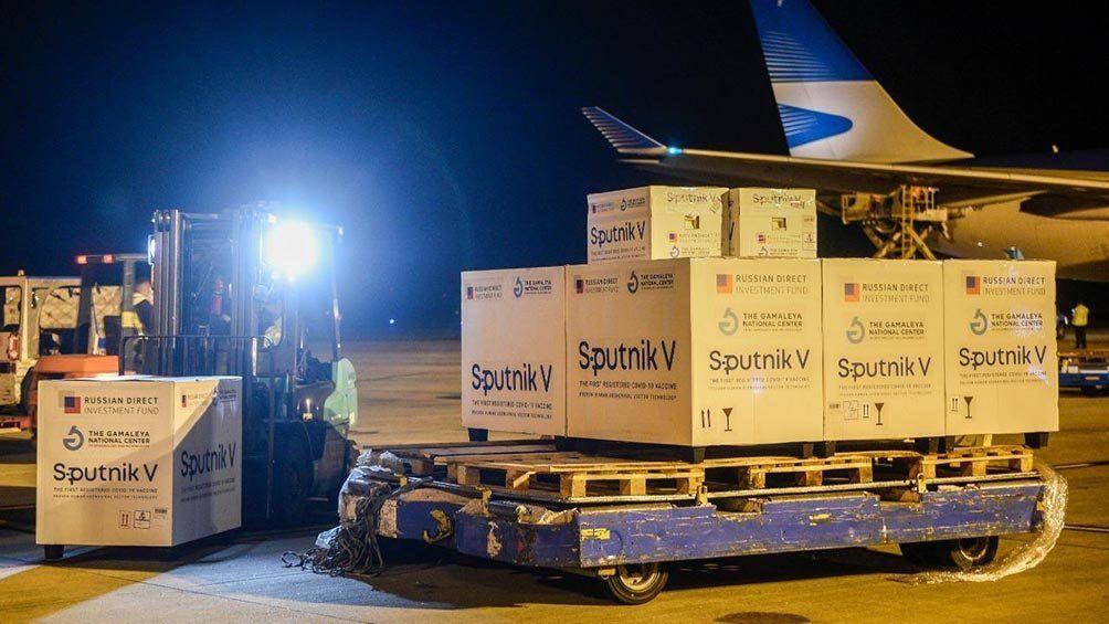 Este fue el decimocuarto vuelo especial de Aerolíneas Argentinas procedente de Moscú con vacunas Sputnik.