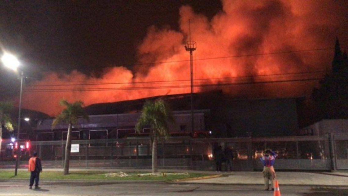 El incendio se registró en la panificadora ubicada en el cruce de las calles Uruguay y Emilio Zola