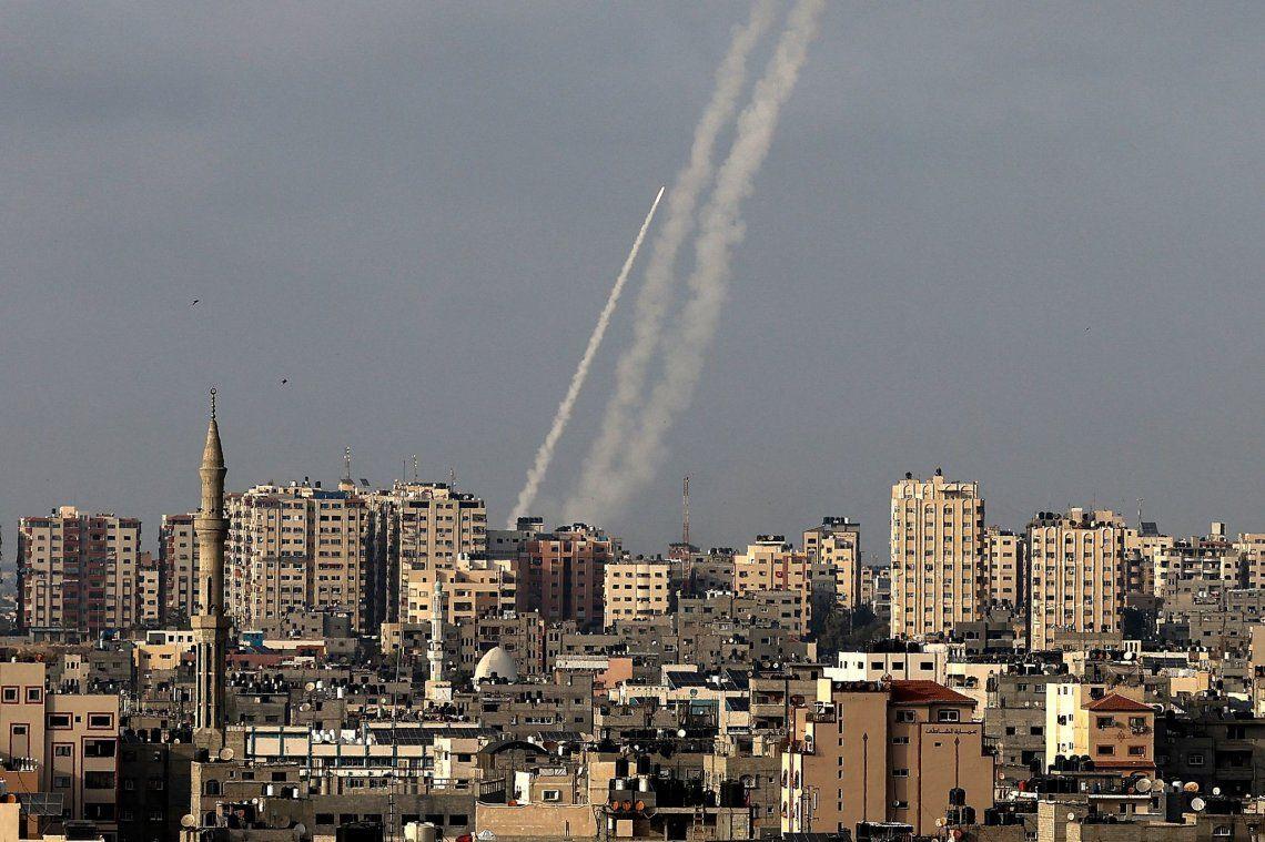 Misiles disparados desde Gaza hacia Israel.