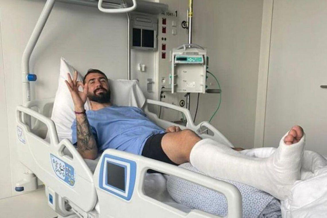 Lucas Pratto luego de someterse con éxito a la cirugía de su tobillo.