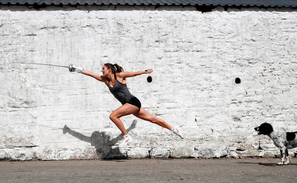 Ganador del fotógrafo deportivo del año (fuera de la acción). La atleta olímpica Jo Muir entrena en la granja de sus padres en Escocia durante el encierro. Fotografía: Lee Smith / Action Images / Reuters