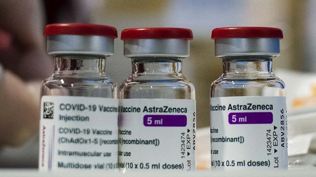 Serían las primeras dosis de la vacuna de Oxford-AstraZeneca producidas en la Argentina y envasadas en México.