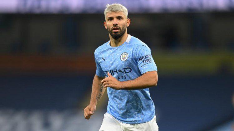 Sergio AgPuero festejpo un nuevo título con el Manchester City,