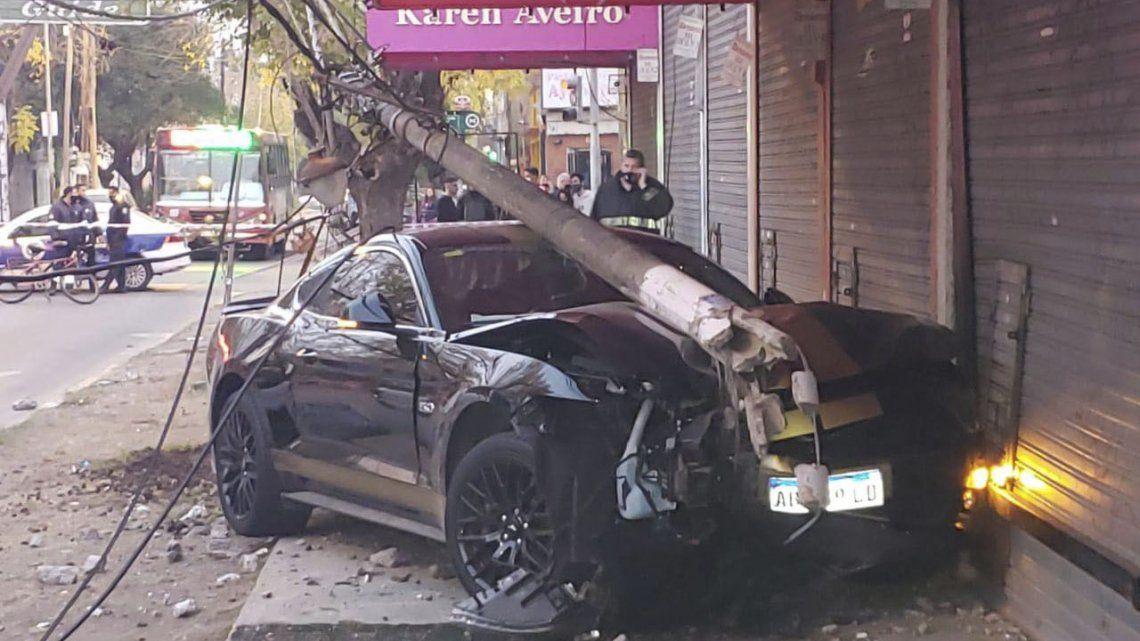 Merlo: Perdió el control y chocó contra una columna de luz su Mustang.