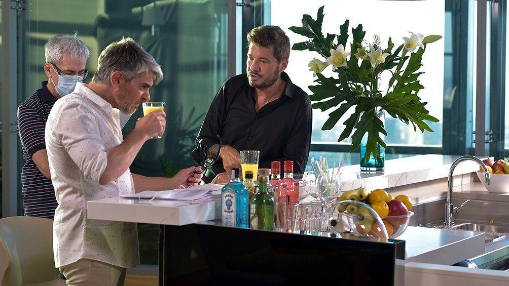 Marcelo Tinelli junto a Pablo Echarri en una de las escenas de la tradicional apertura del programqa