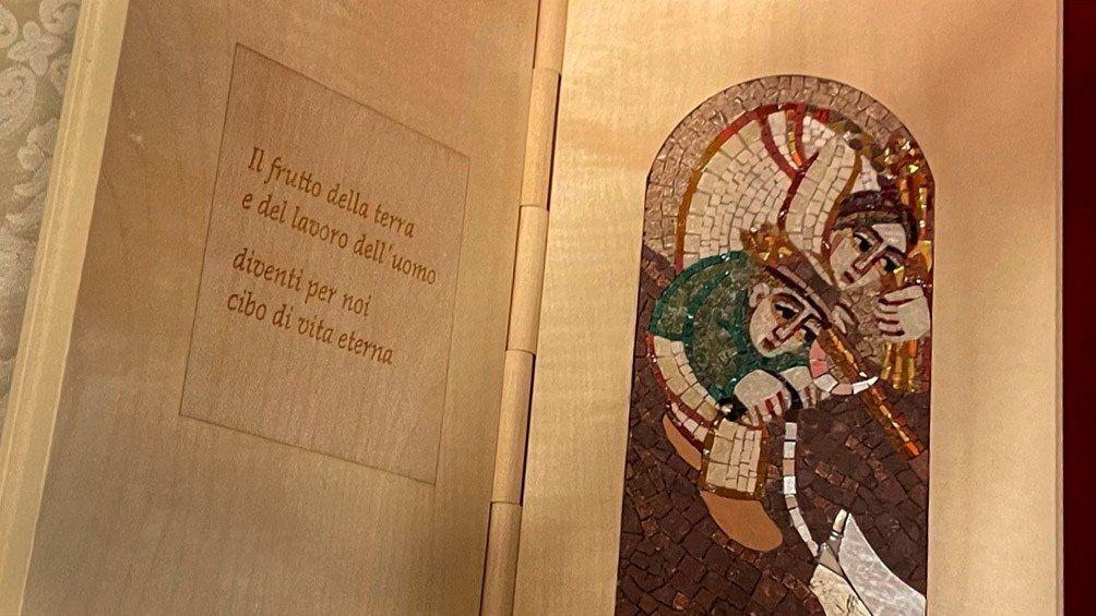 Jorge Bergoglio también le obsequió a Fernández escritos suyos y el último mensaje de la Jornada Mundial por la Paz.