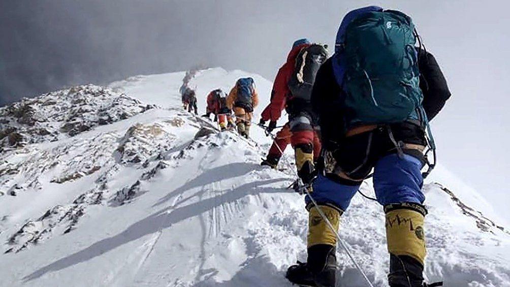 El Everest se cobra sus primeras víctimas de la temporada: dos montañistas muertos
