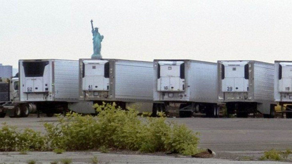 Nueva York: Hay 750 muertos de coronavirus almacenados en camiones frigoríficos tras un año.