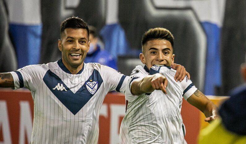 Almada abrió la cuenta para Vélez.