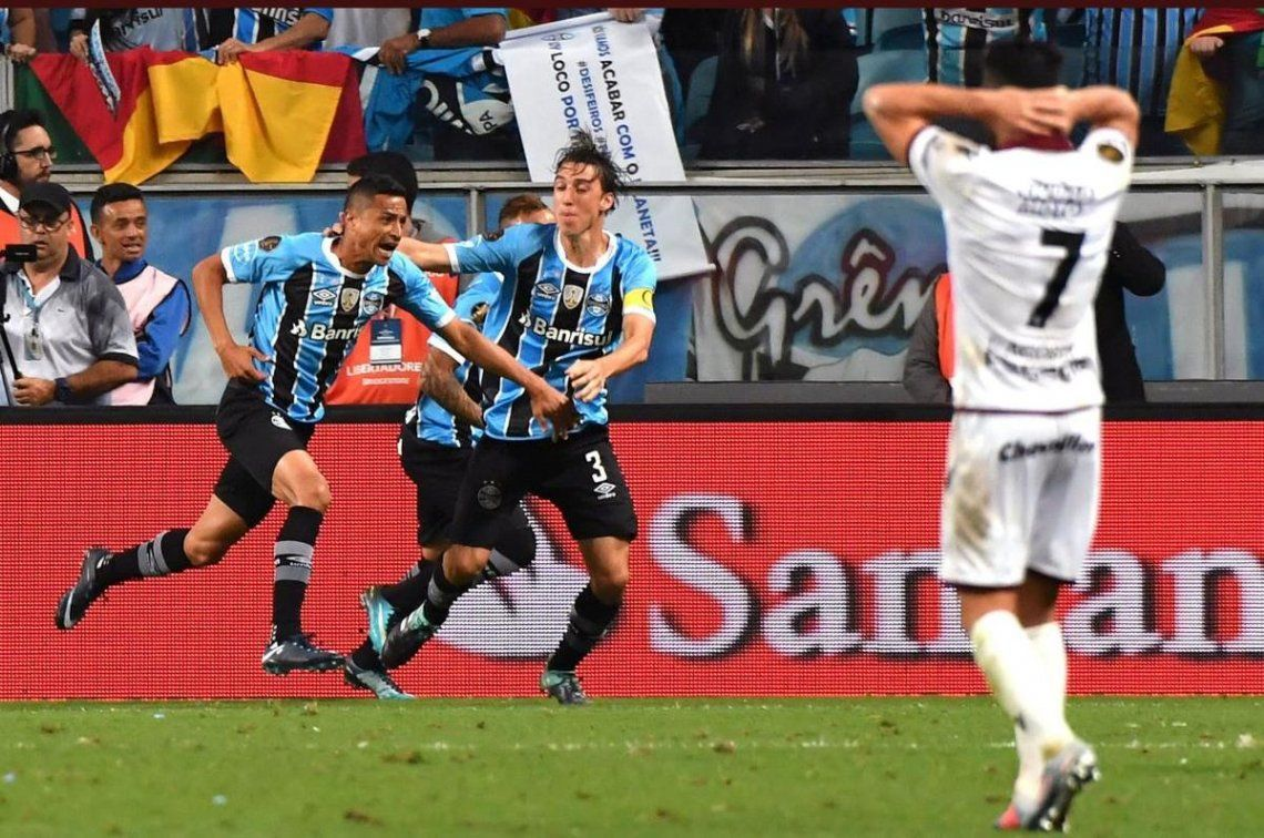 Lanús perdió 3-1 ante Gremio y solo le queda esperar un milagro para seguir en la Copa.