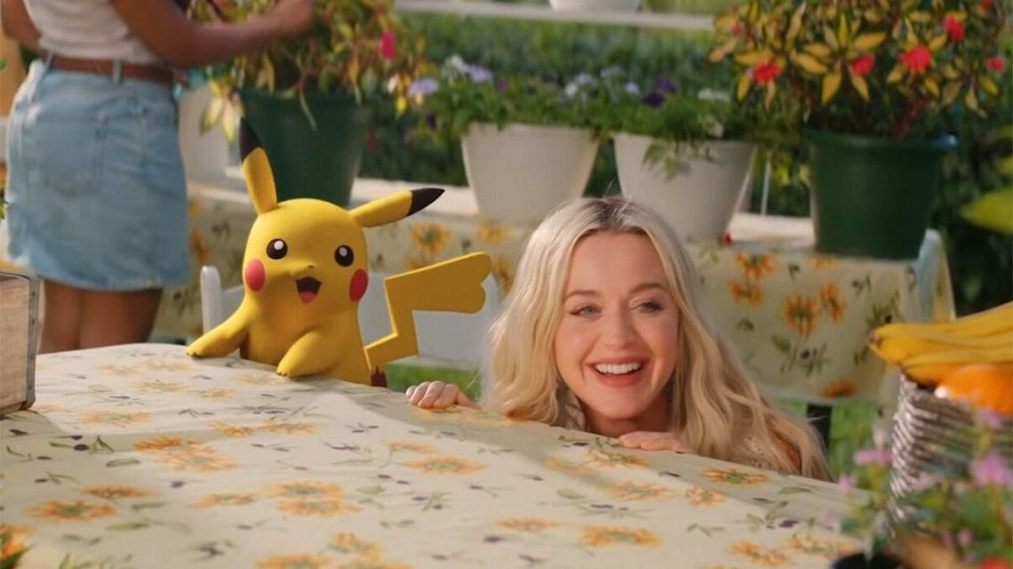 Katy Perry repasa su pasado junto a Pikachu en su nuevo tema.