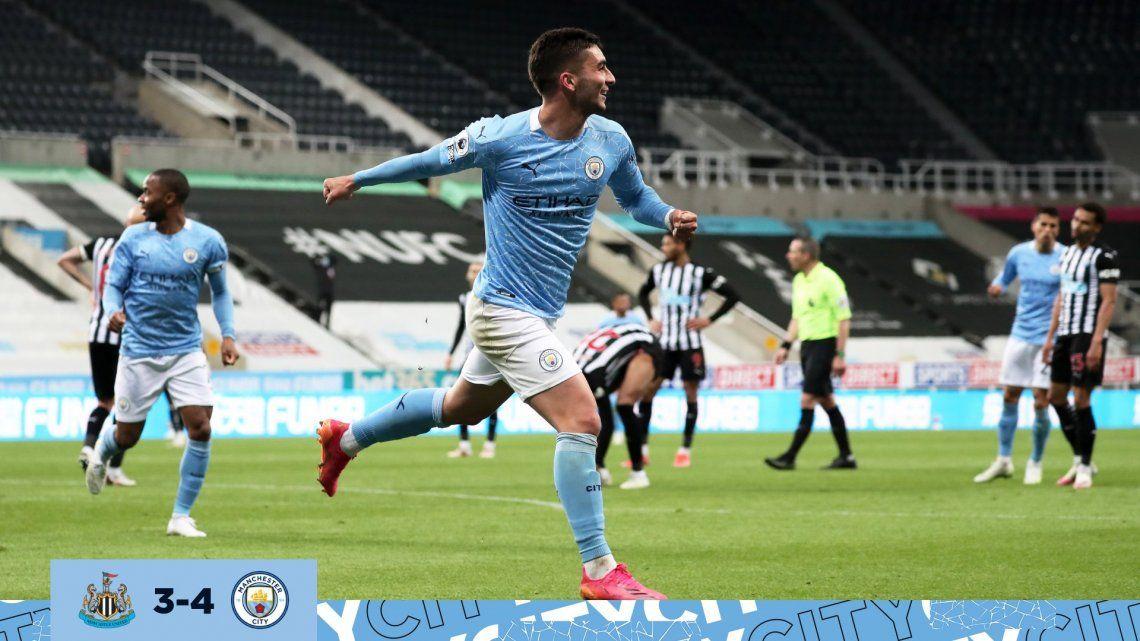 Manchester City estrenó su título con un emotivo triunfo
