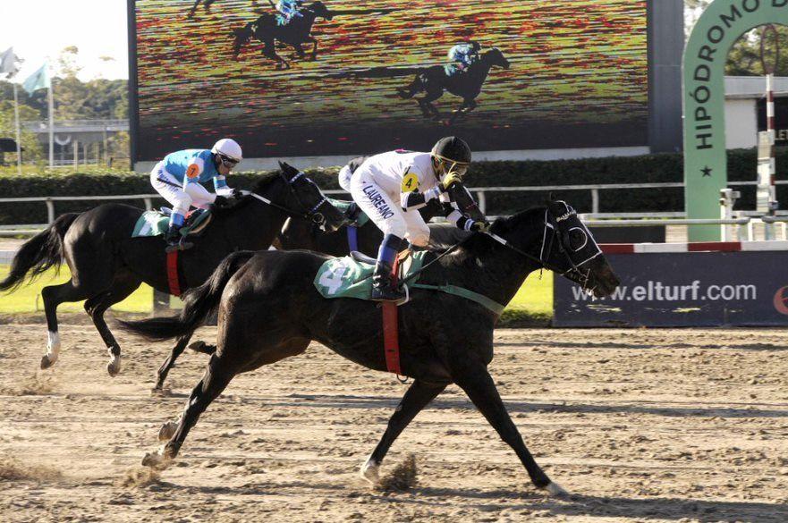 Tit Ruler respondió a su favoritismo en la central del Hipódromo Argentino