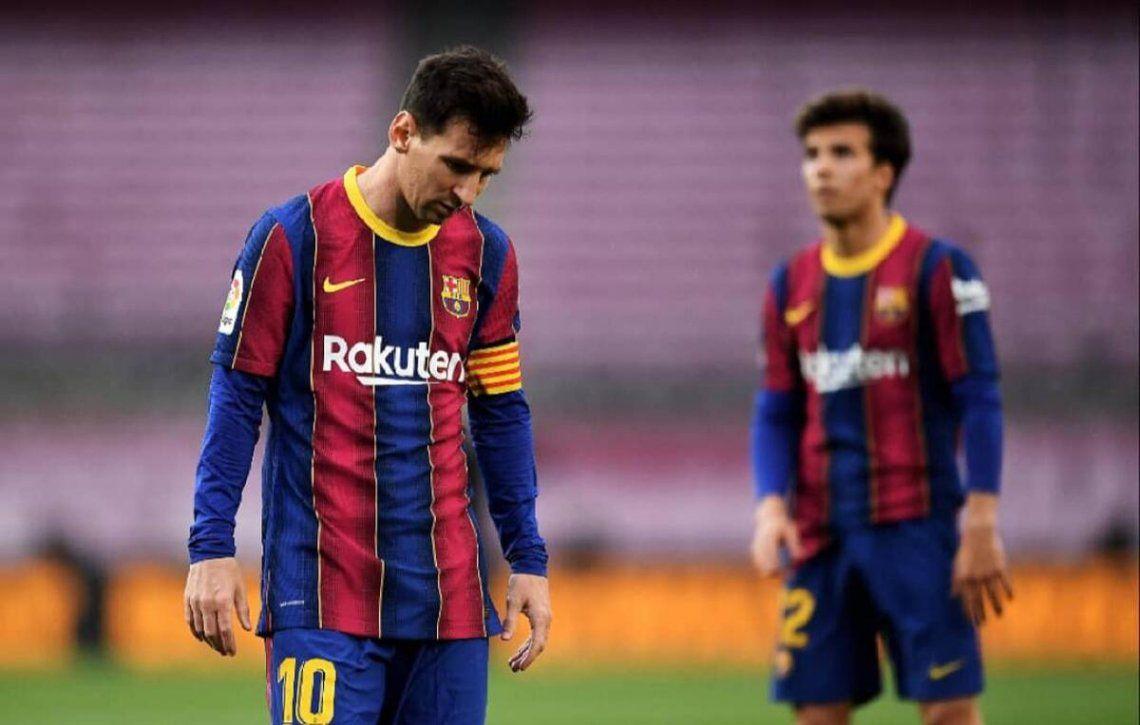 Barcelona perdió y se quedó fuera de la pelea por el título de la Liga de España.