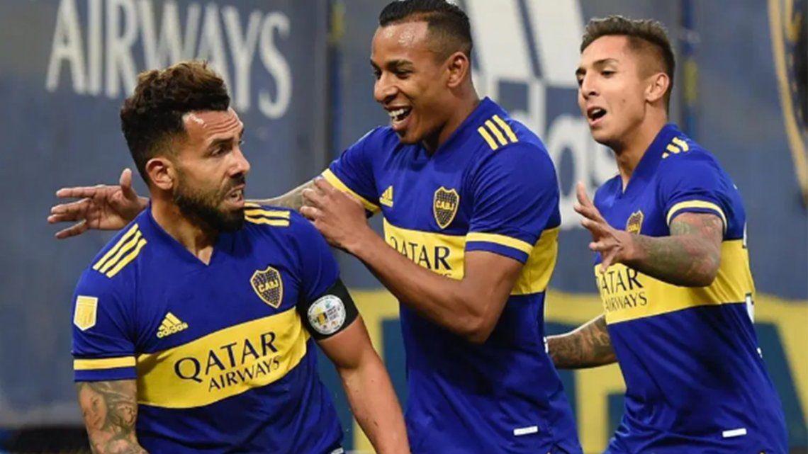 Carlos Tevez mostró una buena cara en el ataque de Boca.