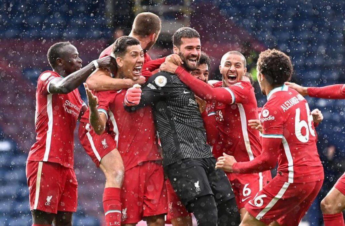 Liverpool se llevó el triunfo gracias al gol de su arquero sobre el final.