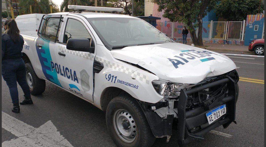 Así quedó el patrullero que manejaba la policía después del choque que terminó con la muerte de Ignacio Yustos.