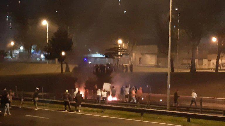 La protesta sobre la General Paz. Vecinos exigen una respuesta por parte del Gobierno de la Ciudad.