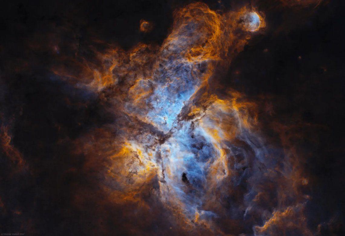 La nebulosa Carina rodea a la estrella Eta Carina y se encuentra a una distancia de unos 8.500 años luz de la Tierra