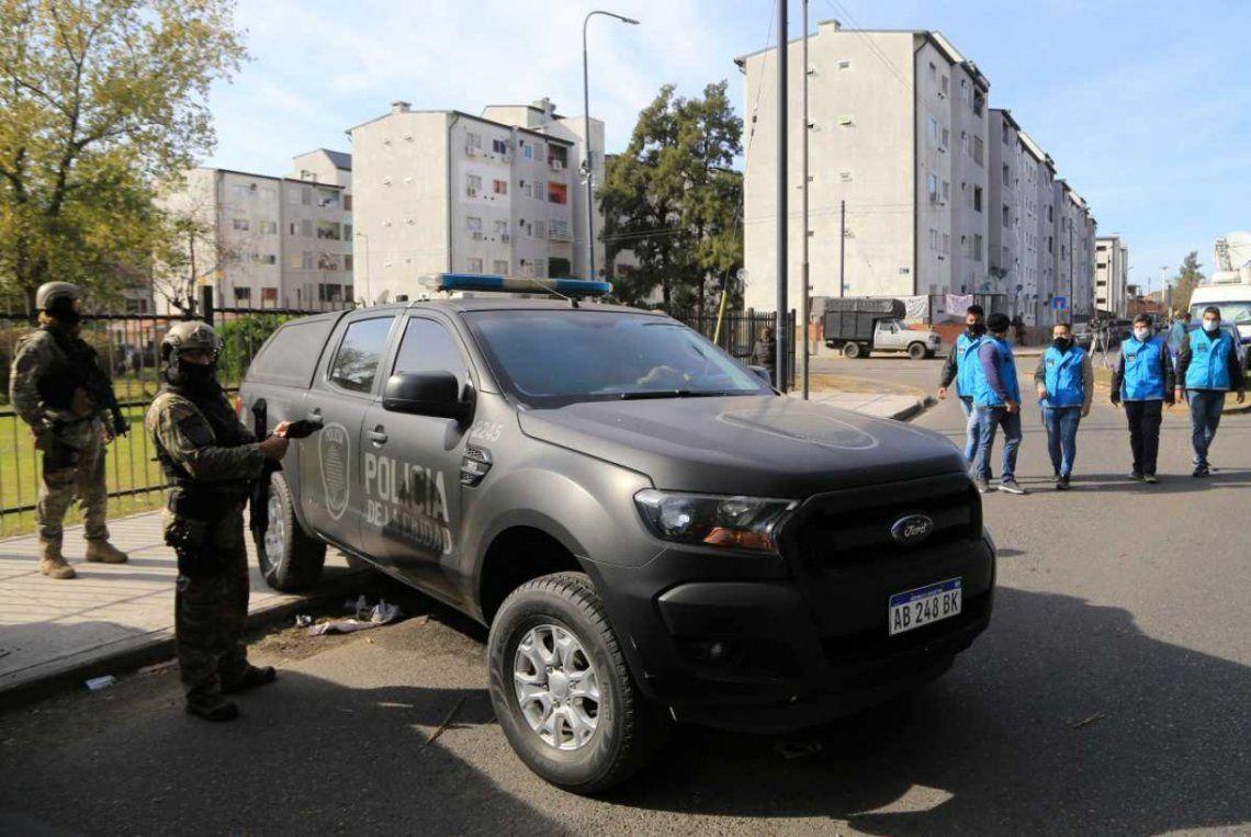 Villa Lugano: operativo de la Policía.