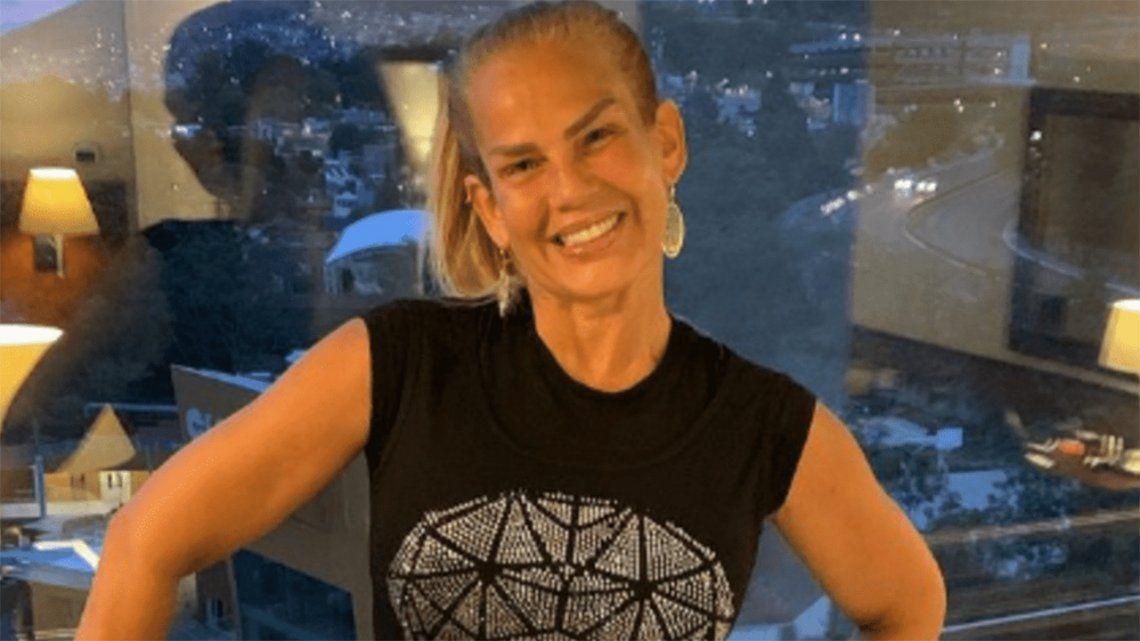 Vedette cubana de 53 años se quita la ropa en vivo.