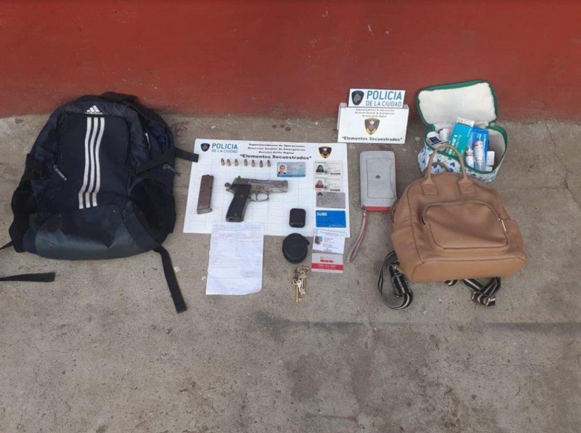 En el operativo cerca de las inmediaciones del Barrio Mugica se incautaron armas y elementos de la mujer asaltada.
