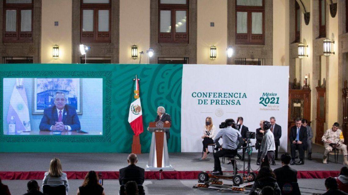 Alberto Fernández y López Obrador mantuvieron una videoconferencia para anunciar el envío de las vacunas.