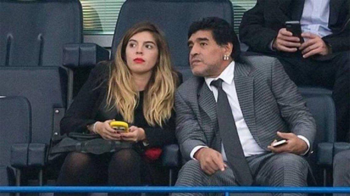 Dalma Maradona compartió el altar que tiene en honor a Diego.