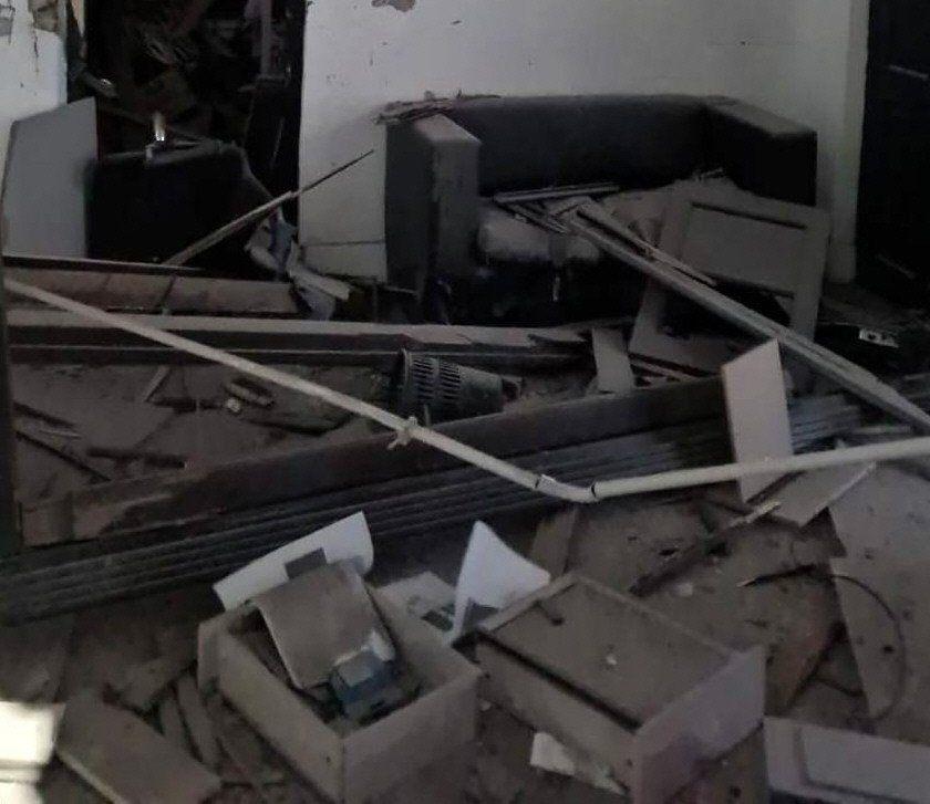 Así quedó el interior de la sede del Frente de Todos atacada.