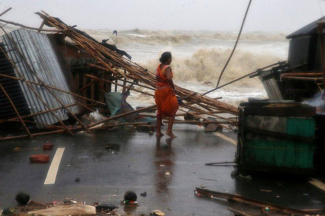 India: dos muertes por un ciclón.