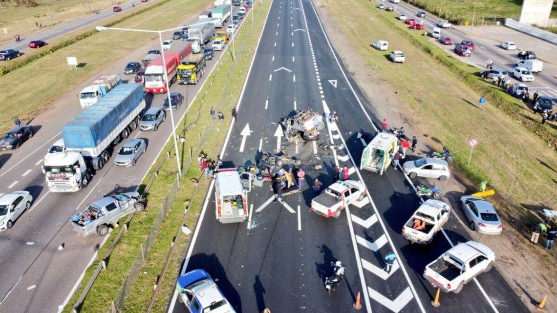 Al menos un muerto y seis heridos en choque en la Panamericana.