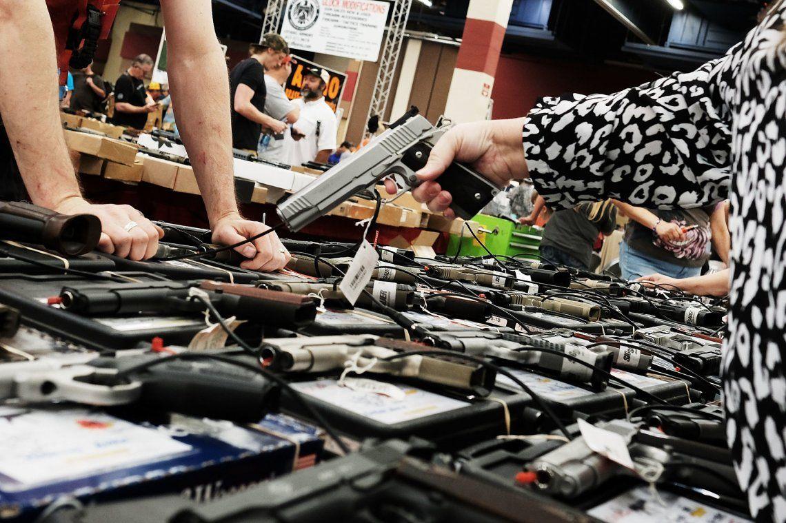 Estados Unidos: Se calcula que un 39 % de los hogares del país tiene al menos un arma.