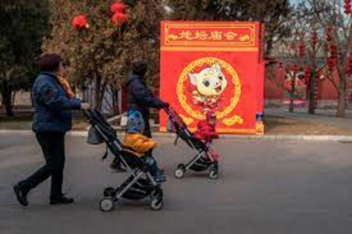 China había autorizado a sus ciudadanos a tener dos hijos en 2015 al relajar la estricta política del hijo único que regía desde 1979.
