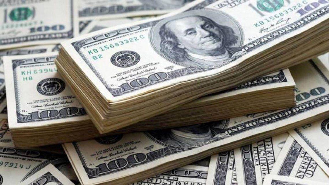 El dólar blue cerró a $157.