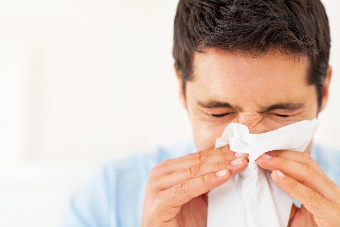 La rinitis/congestión nasal es otro de los síntomas para definir un caso sospechoso de coronavirus.