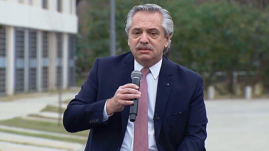 Fernández entregó la vivienda número 10 mil de la actual gestión