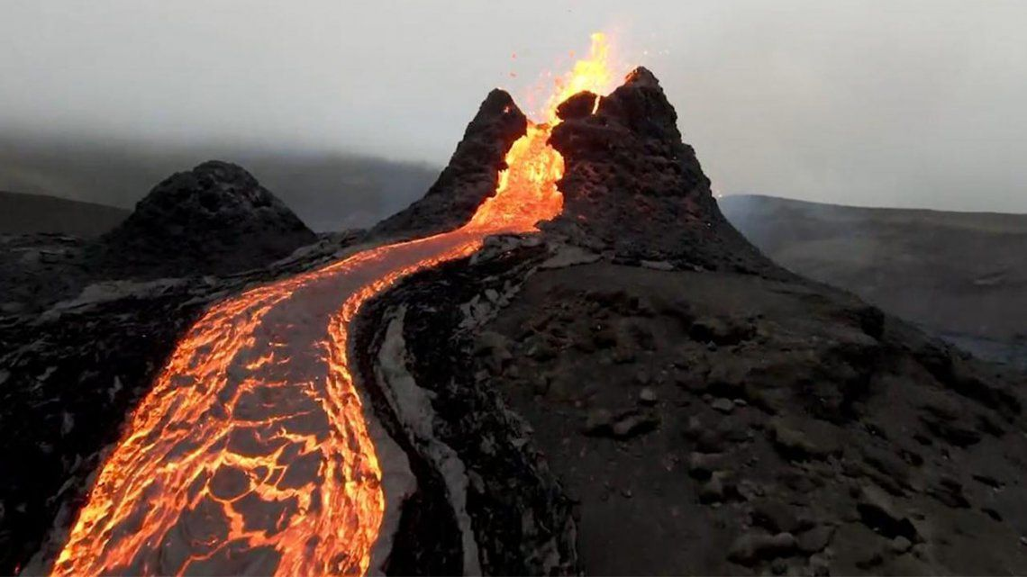 Islandia: Un dron se choca contra la lava de un volcán.