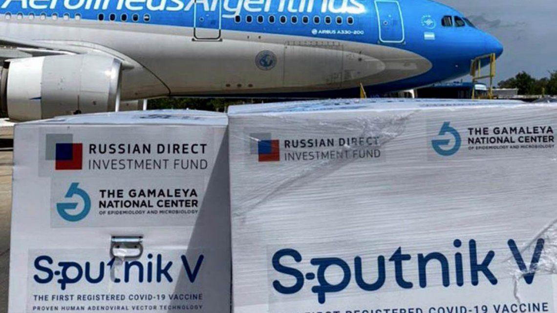 Nuevos vuelos de Aerolíneas Argentinas traerán al país más dosis de la vacuna Sputnik V del laboratorio ruso Gamaleya.