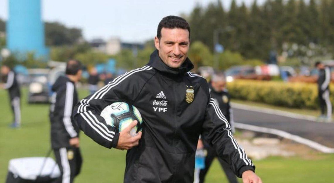 Lionel Scaloni criticó la decisión de la Conmebol y además confirmó el equipo para enfrentar a Chile.