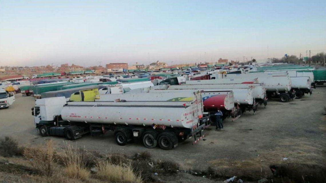 Más de 500 camiones están varados en La Quiaca por un bloqueo en el paso fronterizo con Bolivia.