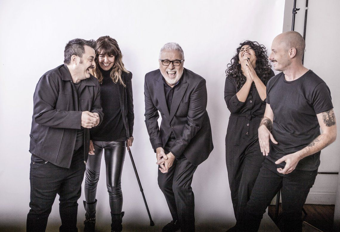 Claudio Villarruel y el equipo de su programa en Canal 9.