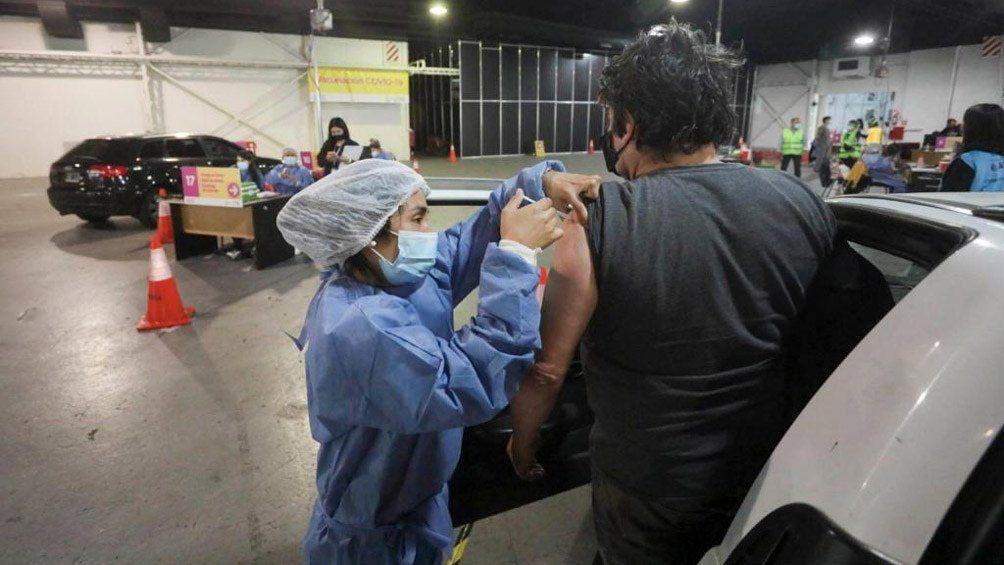 Costa Salguero se habilitó como el primer vacunatorio vehicular contra el coronavirus.