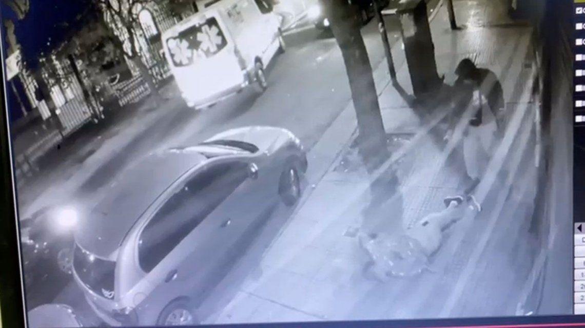 La secuencia del homicidio quedó registrada en la cámara de video de un edificio del barrio.