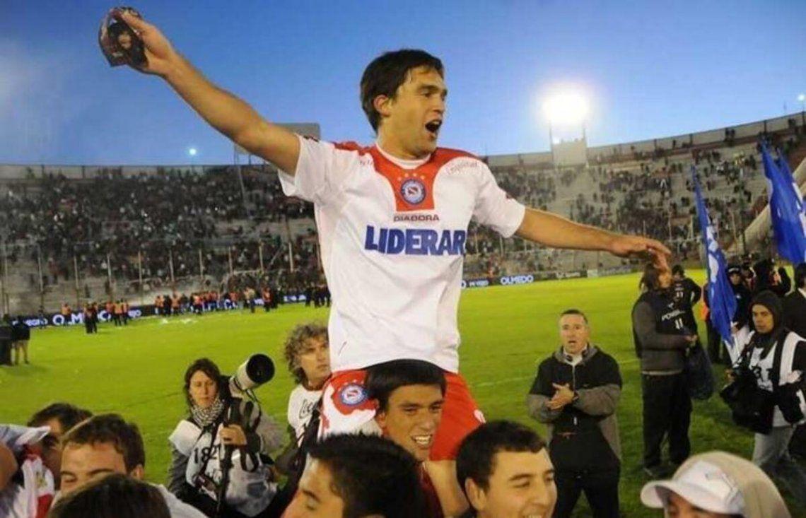 Matías Caruzzo debutó en Argentinos y salió campeón en 2010.