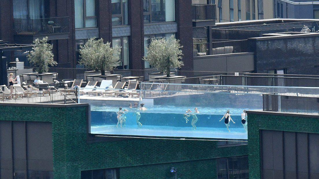 Una piscina con vista privilegiada a puntos emblemáticos de Londres.