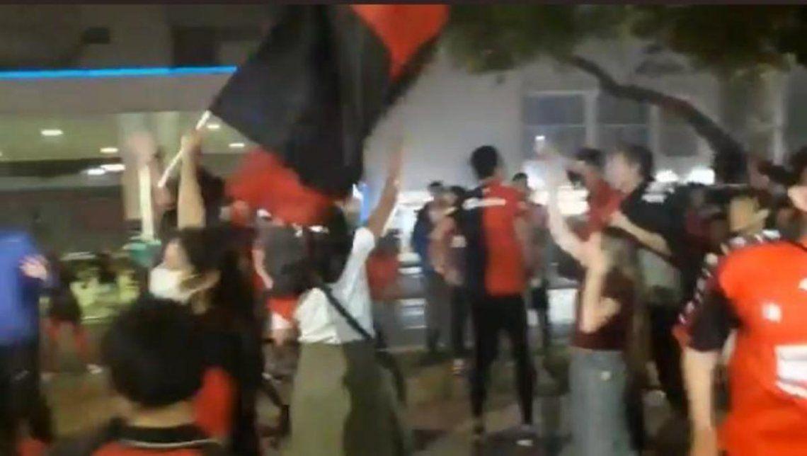 Los fanáticos de Colón festejaron en Santa Fe.