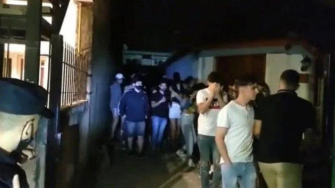 Las fiestas clandestinas se dan en el marco de la elevada cantidad de contagios de coronavirus en la provincia de Córdoba.